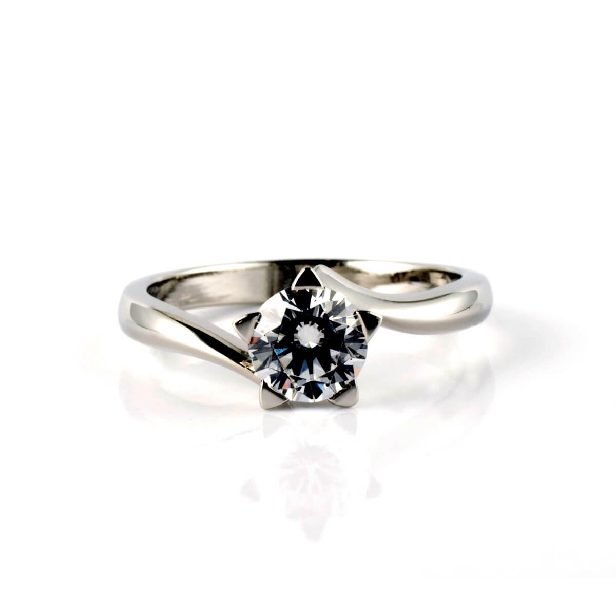 platinum-and-diamond-star-ring-tiny